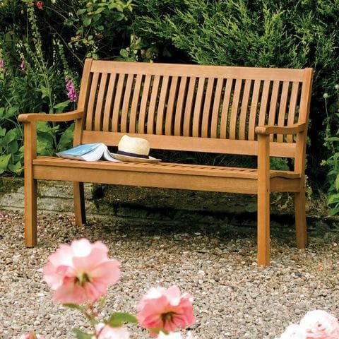 Your Guide to Wooden Garden Benches with A Wow Factor